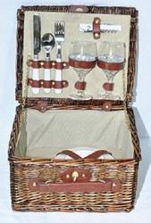 Корзины из лозы плетенные с посудой для пикника, кемпинга, отдыха на воз
